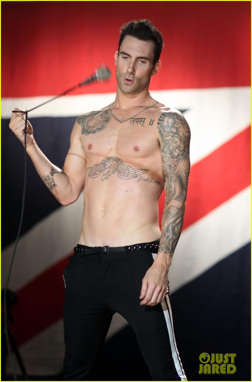 adam levine debuts giant new back tattoo 143509354