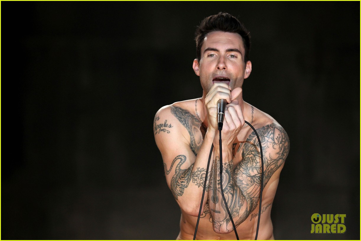 adam levine debuts giant new back tattoo 193509359