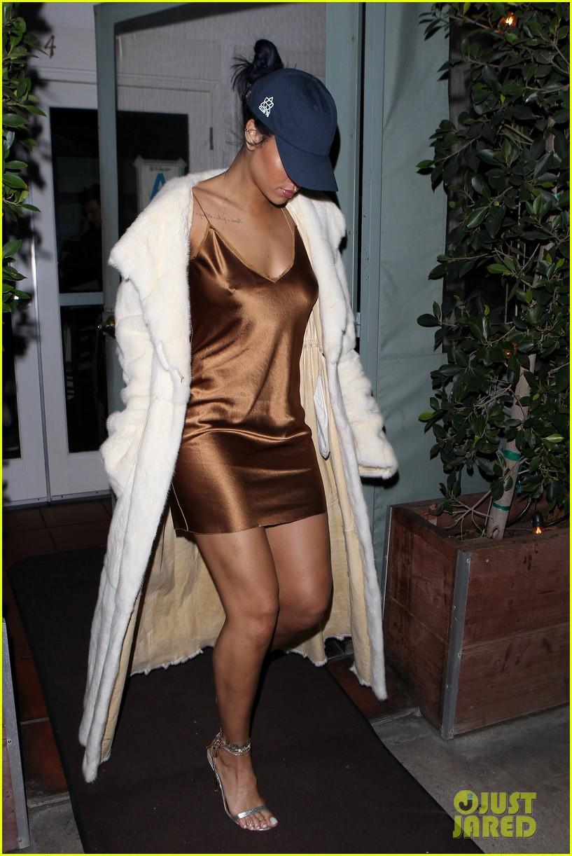 rihanna stuns in short gold dress 283507046