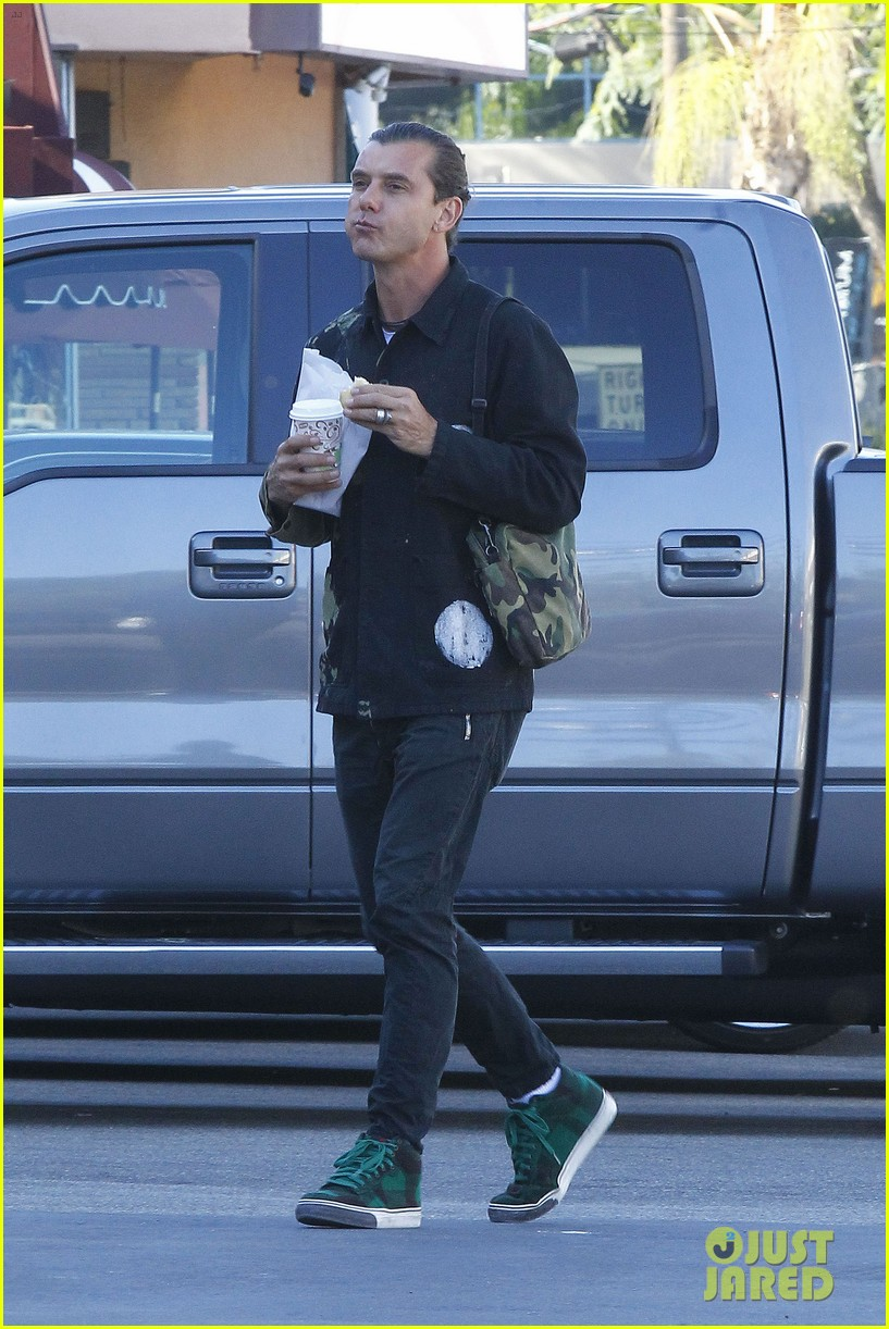 gavin rossdale is still wearing his wedding ring 033502407