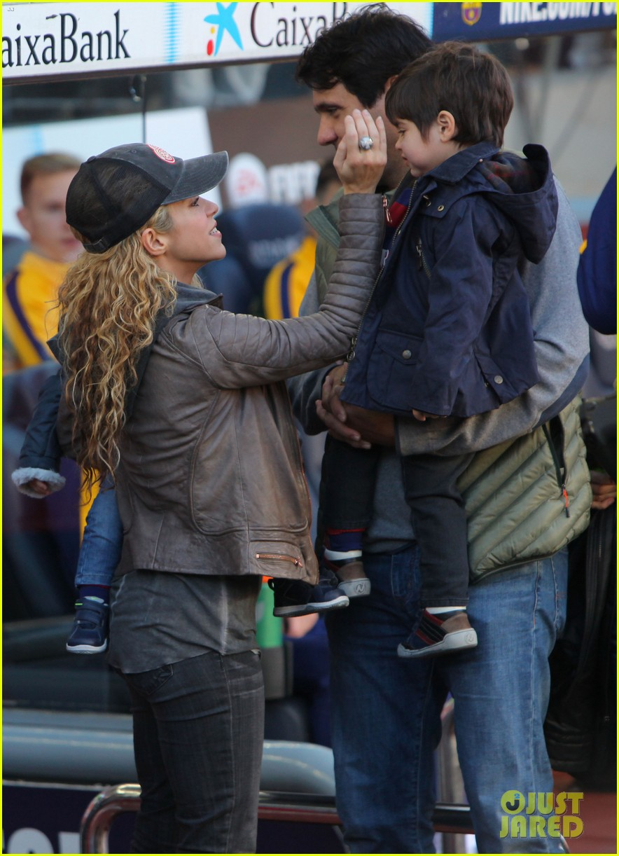 shakira supports gerard pique with their sons milan sasha 033518204