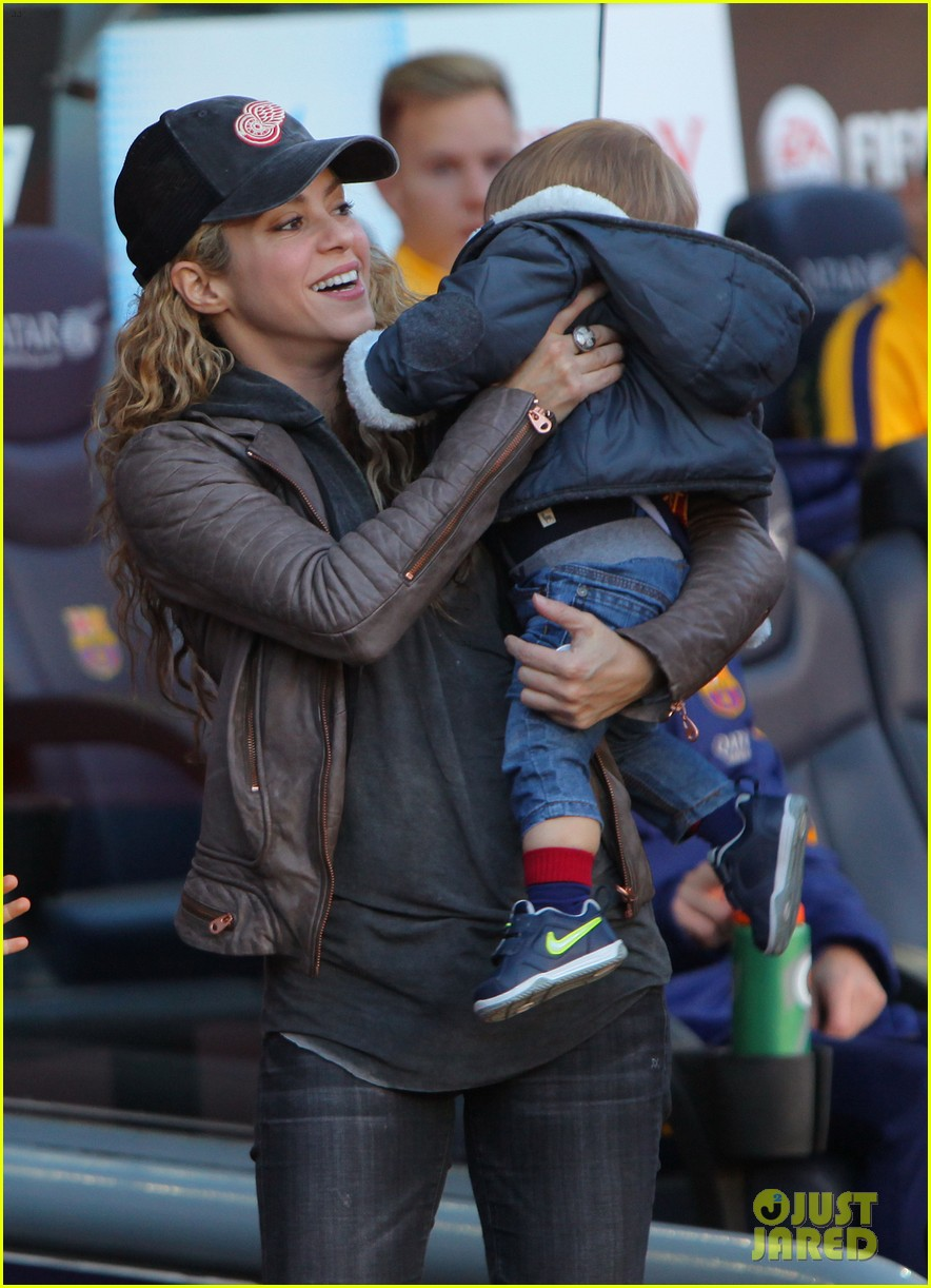 shakira supports gerard pique with their sons milan sasha 083518209