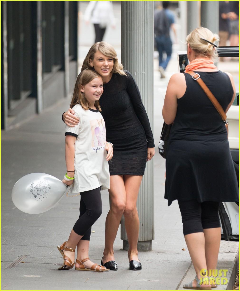 Taylor Swift Rocks A Lacy Little Black Dress In Sydney Photo