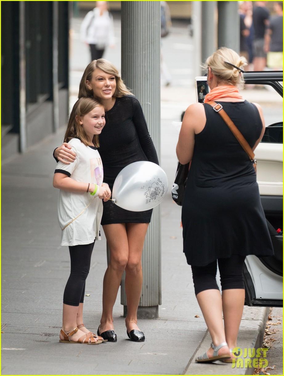Taylor swift rocks a lacy little black dress in sydney photo taylor swift rocks a lacy little black dress in sydney kristyandbryce Gallery