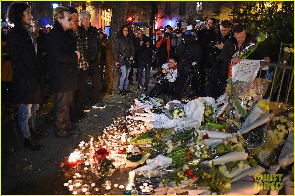 u2 visits bataclan after paris attacks 033508294