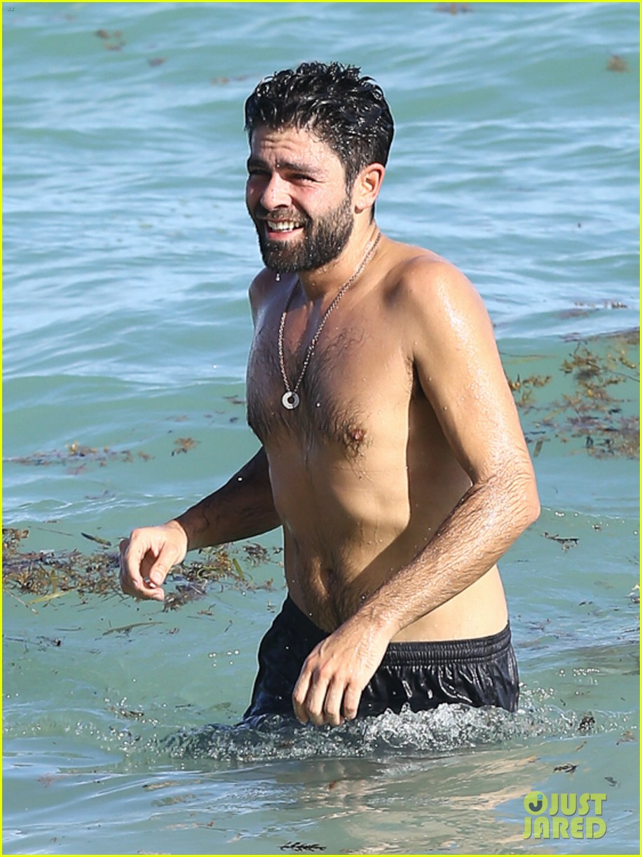 adrian grenier shirtless beach miami 013520863