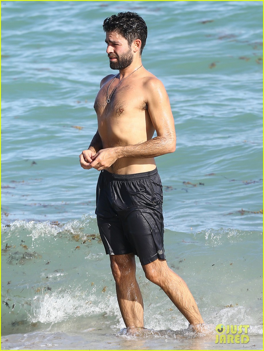 adrian grenier shirtless beach miami 043520866