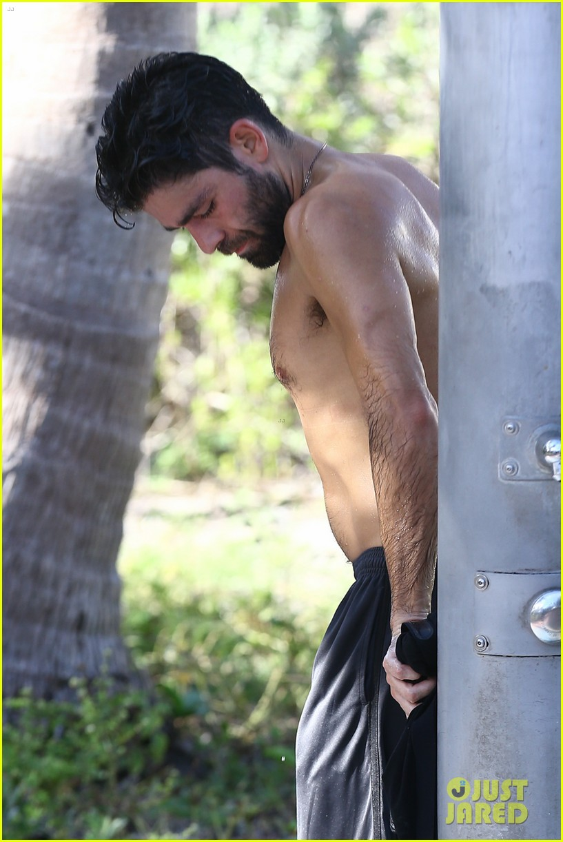 Adrian Grenier Shows Off Shirtless Beach Body In Miami