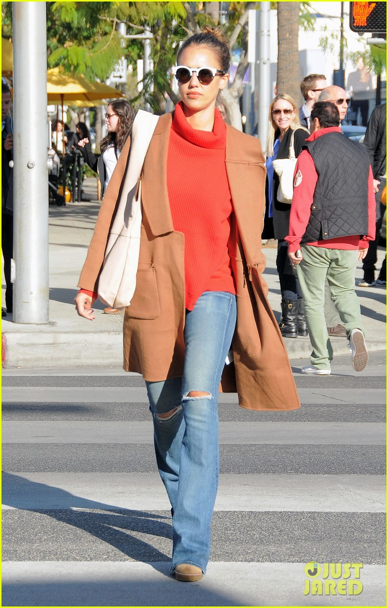 jessica alba goes shopping in coat 123537420