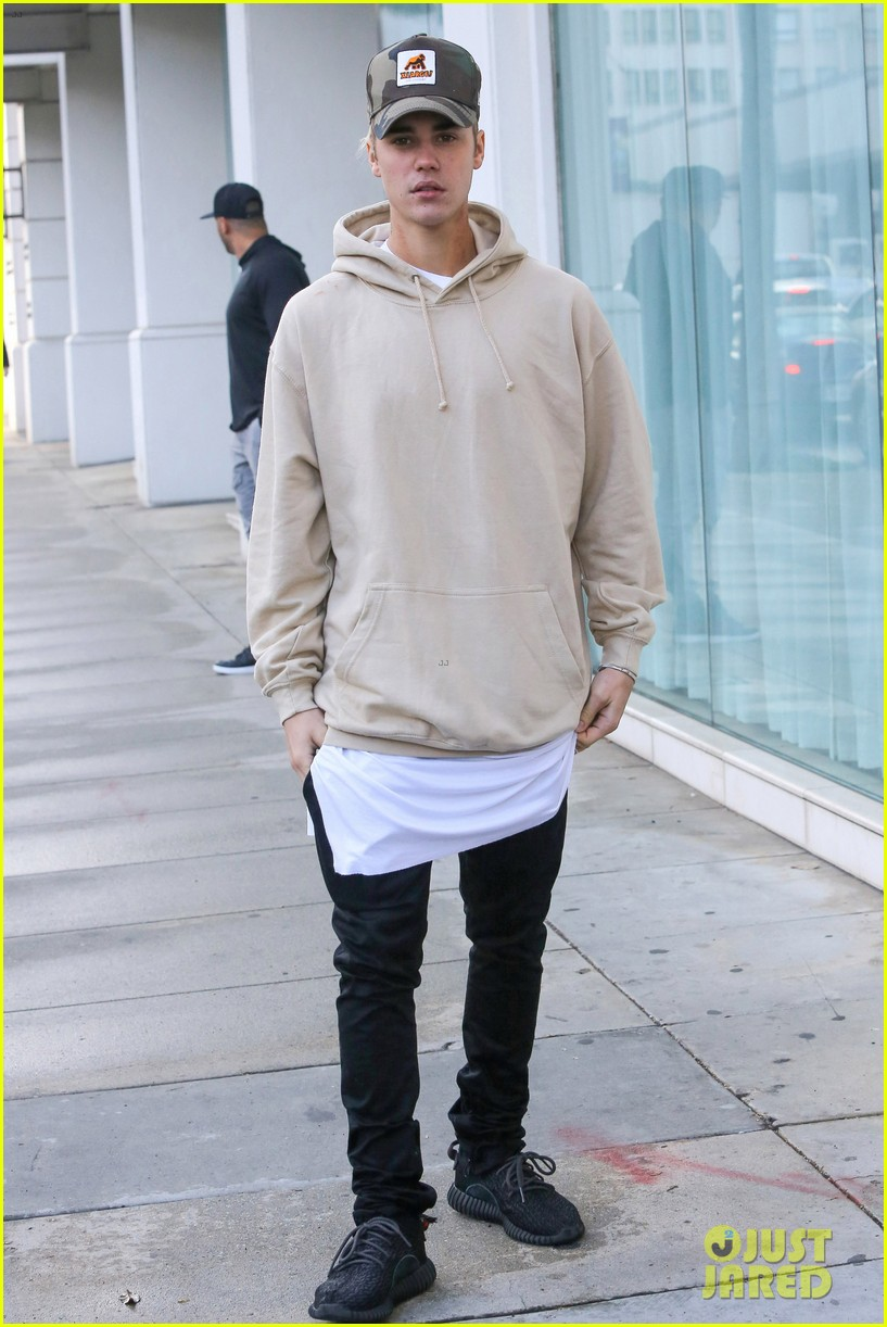 Justin Bieber\u0027s Mystery Instagram Girl is Not Kourtney Kardashian!