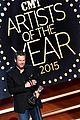 blake shelton wins big at cma artist awards 15