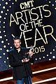 blake shelton wins big at cma artist awards 16