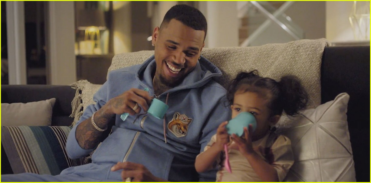 chris browns daughter royalty stars in little more video 013534793