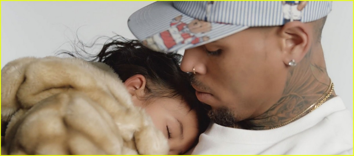 chris browns daughter royalty stars in little more video 023534794
