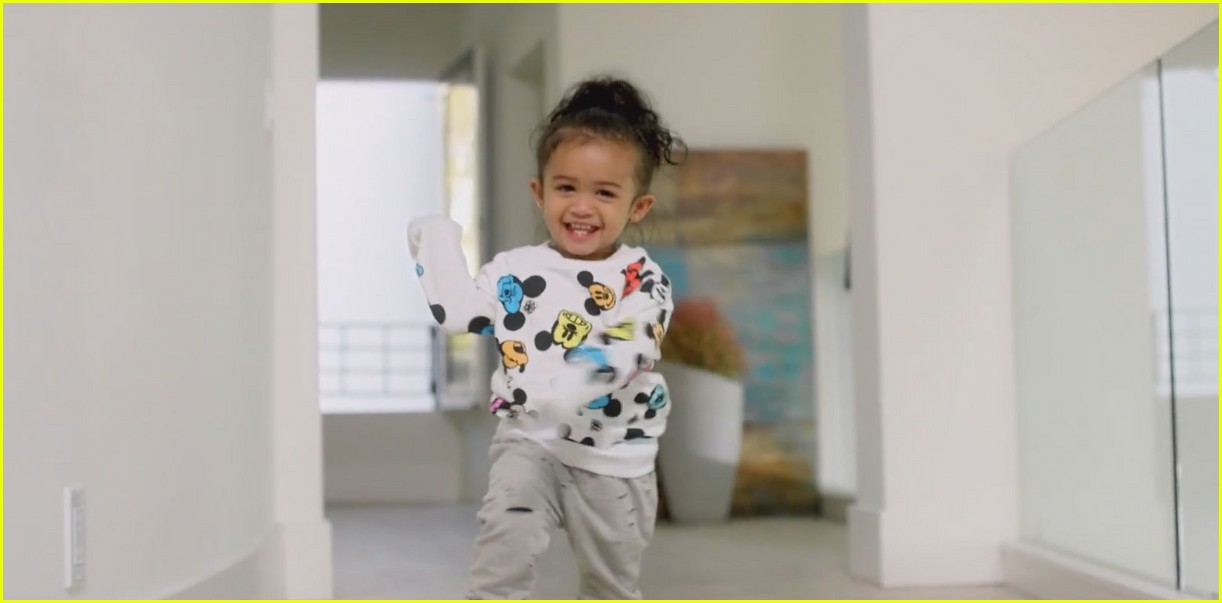chris browns daughter royalty stars in little more video 043534796