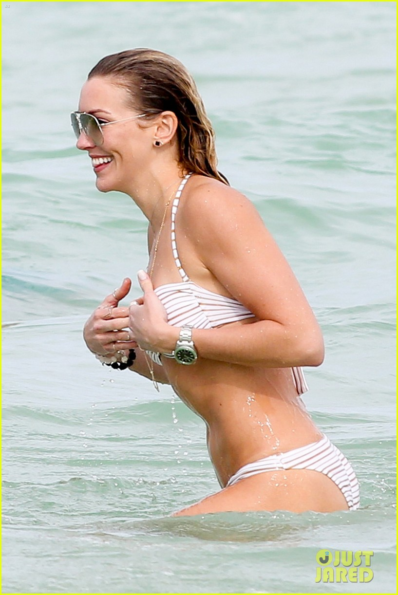 katie cassidy continues beach vacation 033539051