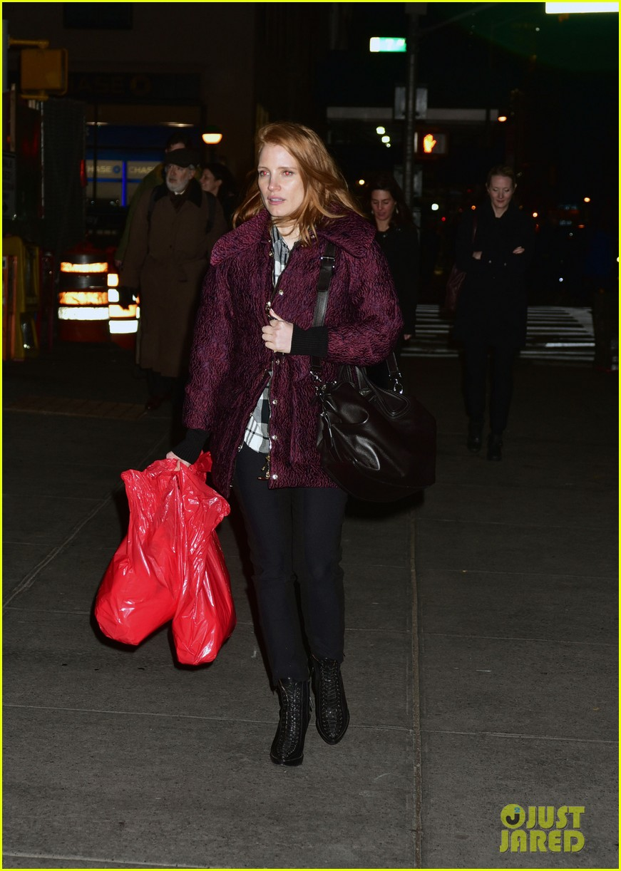 jessica chastain kick starts her holiday shopping 033523473