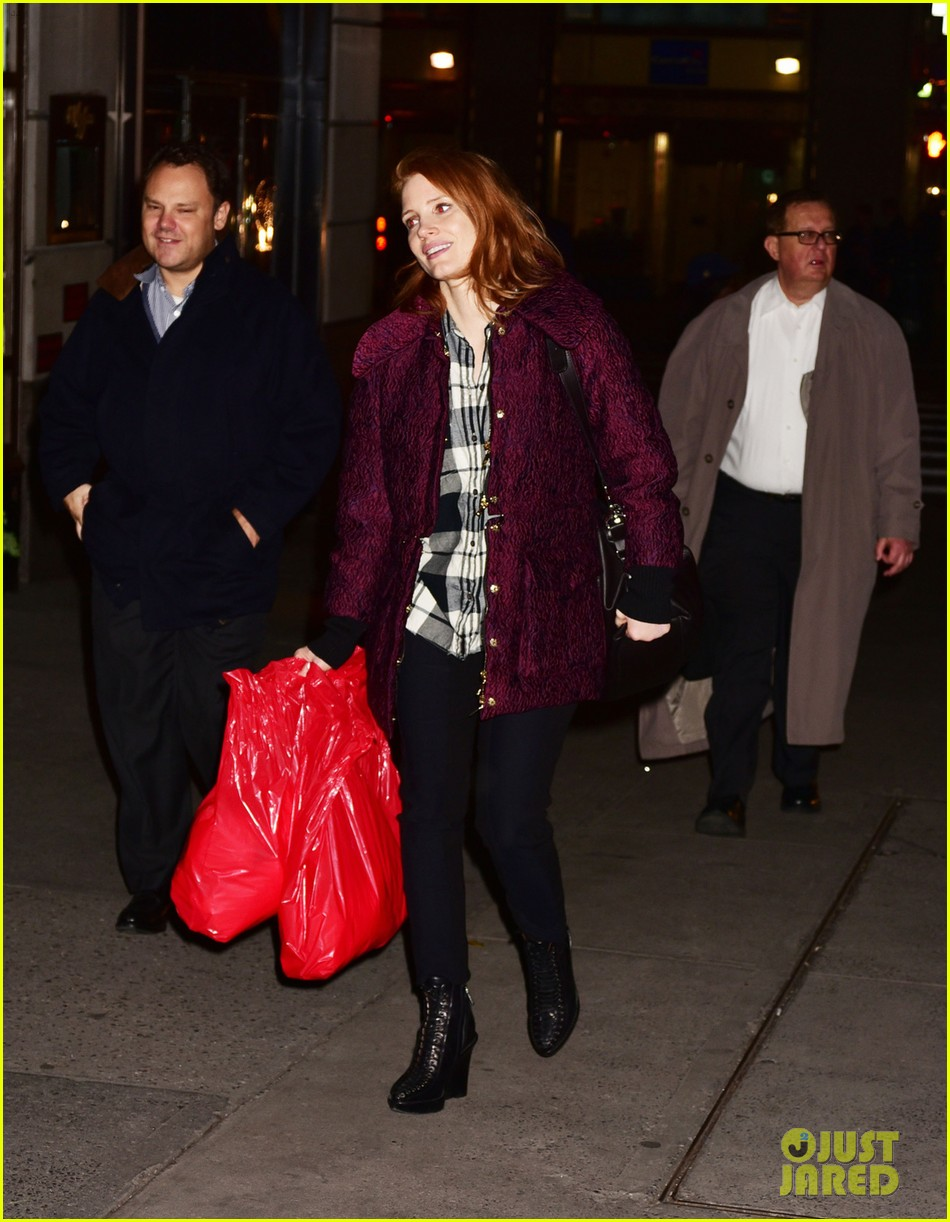 jessica chastain kick starts her holiday shopping 043523474