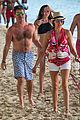 simon cowell continues christmas vacation with his family 01