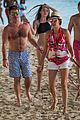 simon cowell continues christmas vacation with his family 09