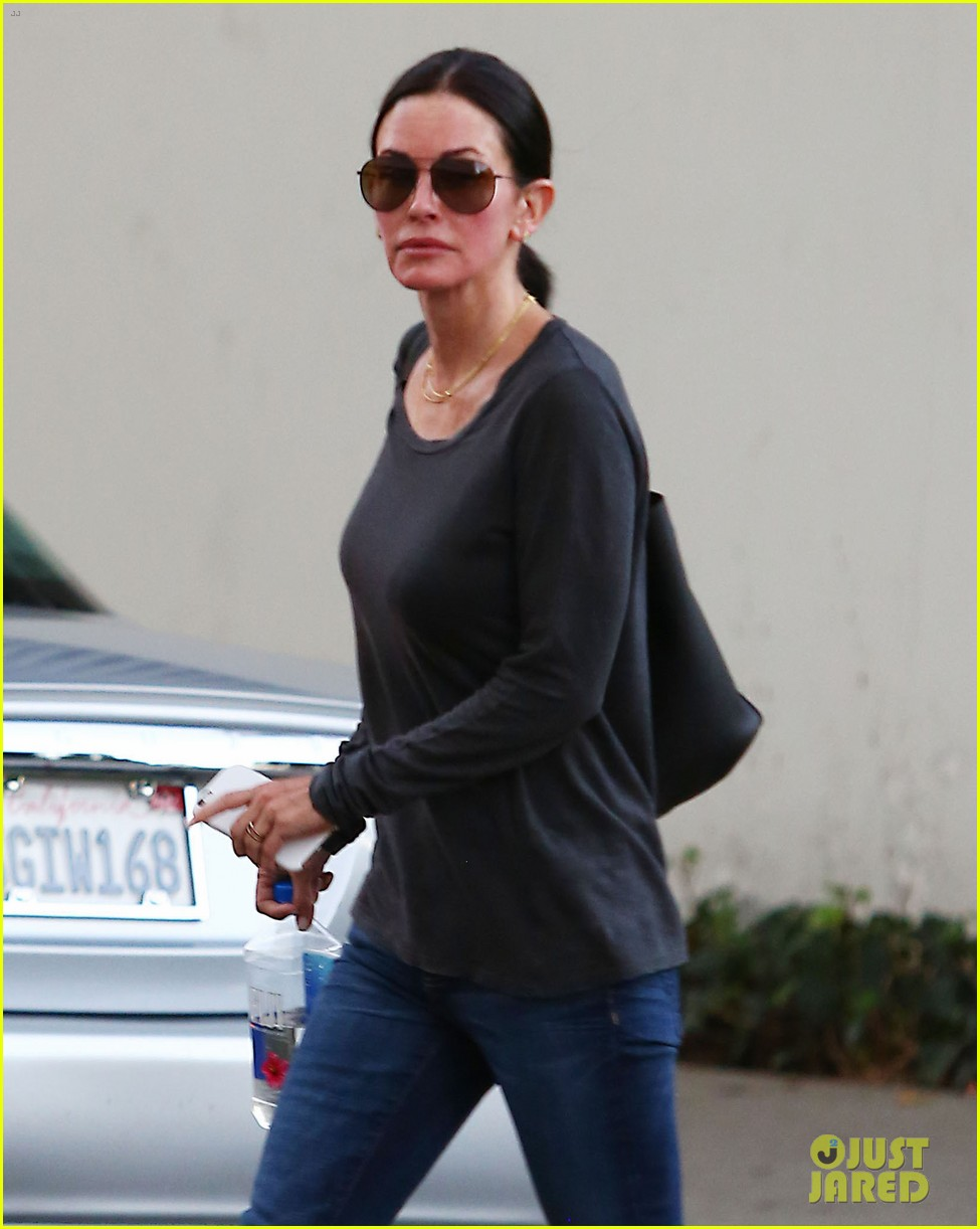 courteney cox goes ringless after split news 043519938