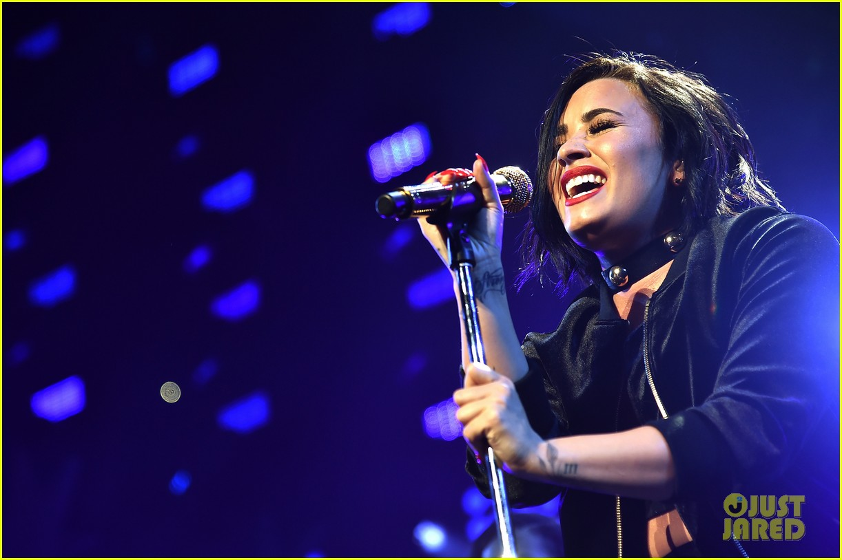 demi lovato selena gomez billboard women music jingle ball pics 183528438