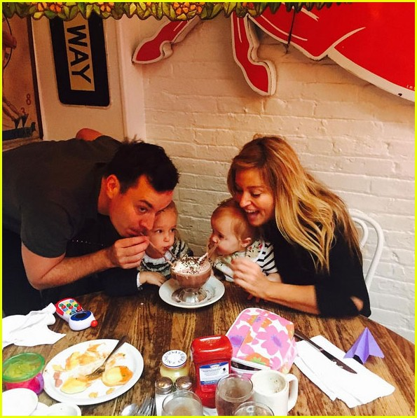 jimmy fallon shares his familys adorable holiday tradition 023536580