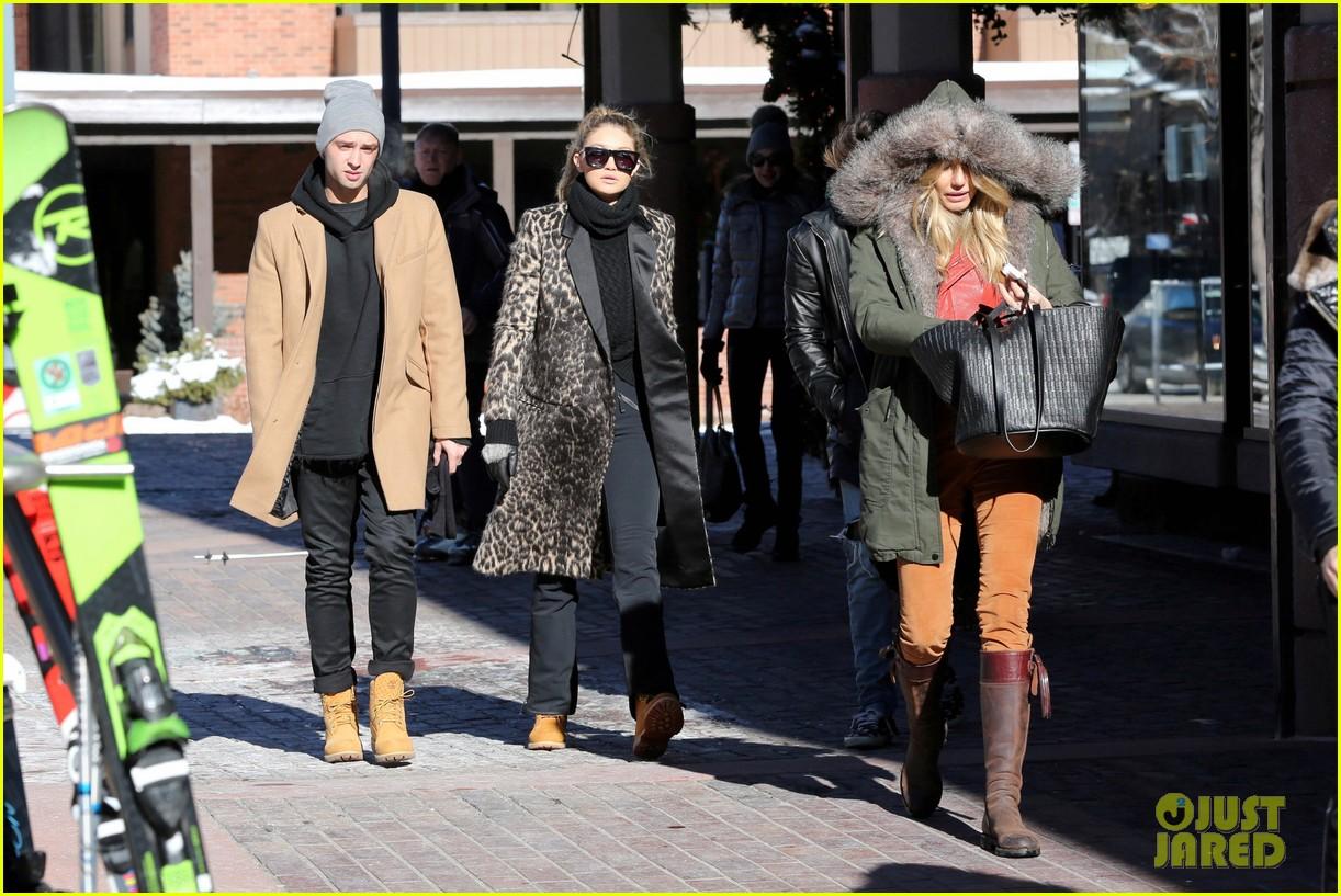 52e1a68faf07 Gigi Hadid s Mom Yolanda Foster Shared the Cutest Throwback Pic ...