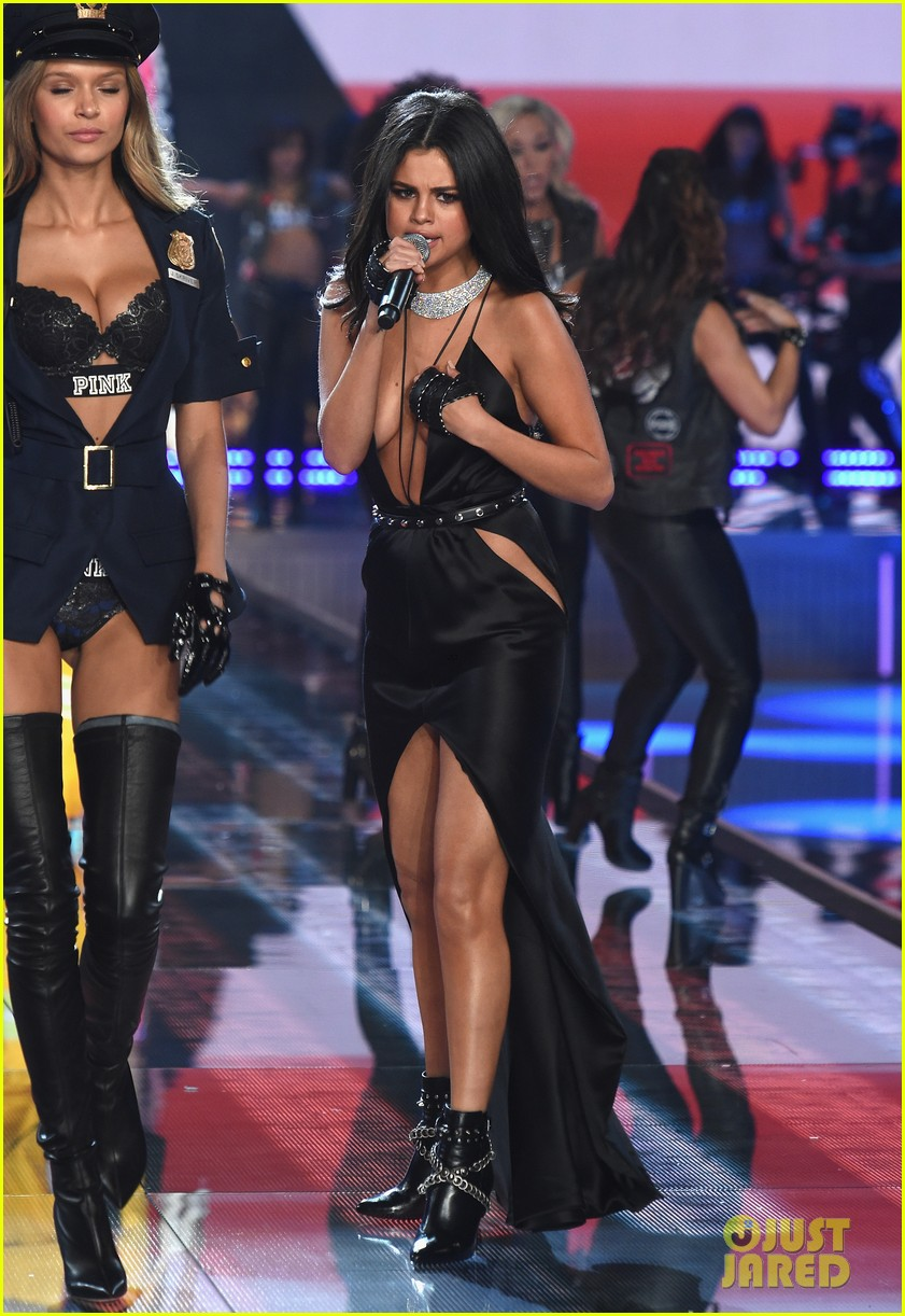 ae6396552c0 Selena Gomez Performs at Victoria s Secret Fashion Show 2015 (Video ...
