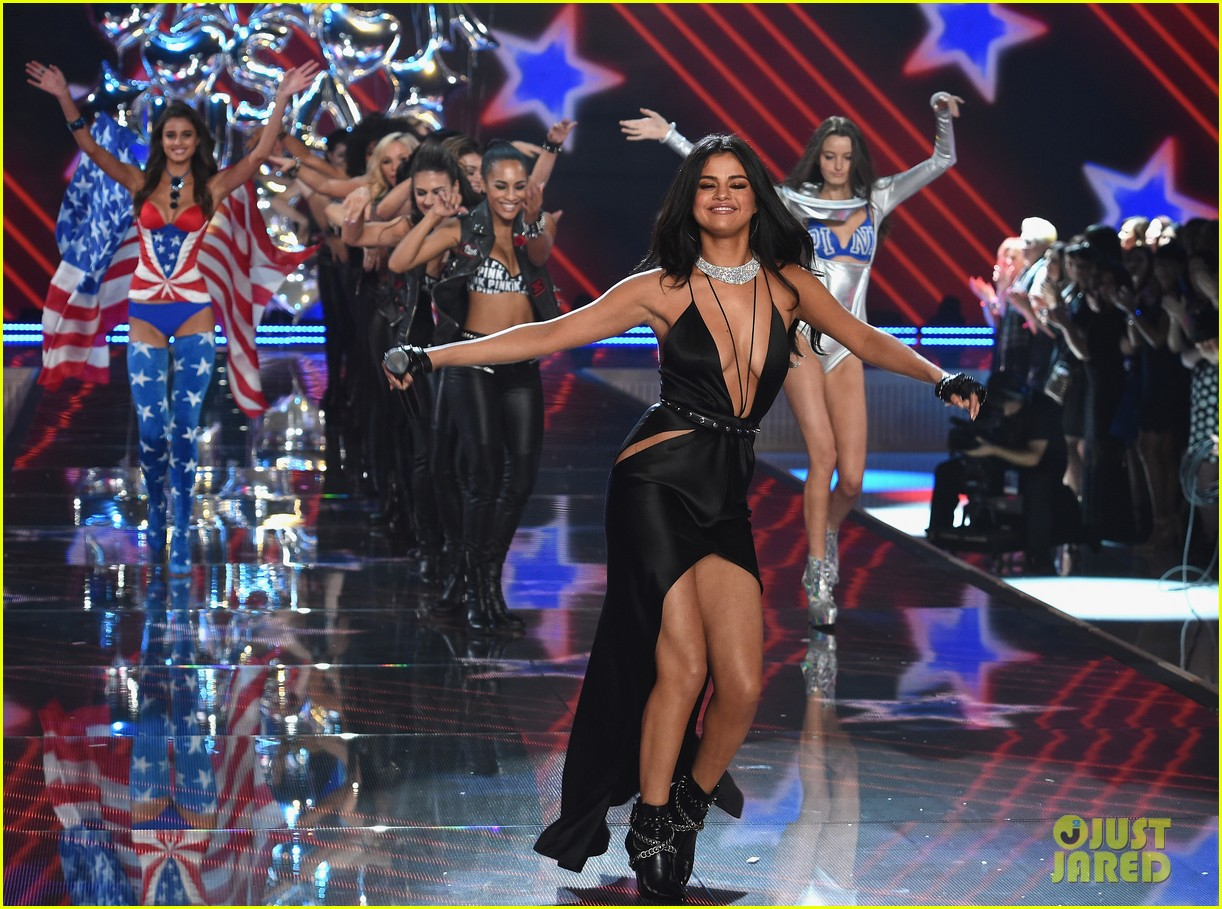 selena gomez performs at victorias secret fashion show 2015 133525680