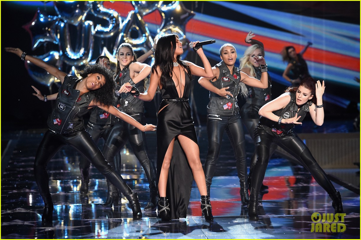 selena gomez performs at victorias secret fashion show 2015 153525682