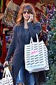 halle berry holiday shopping solo 05