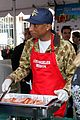 emmy rossum pharrell feed homeless christmas eve 05