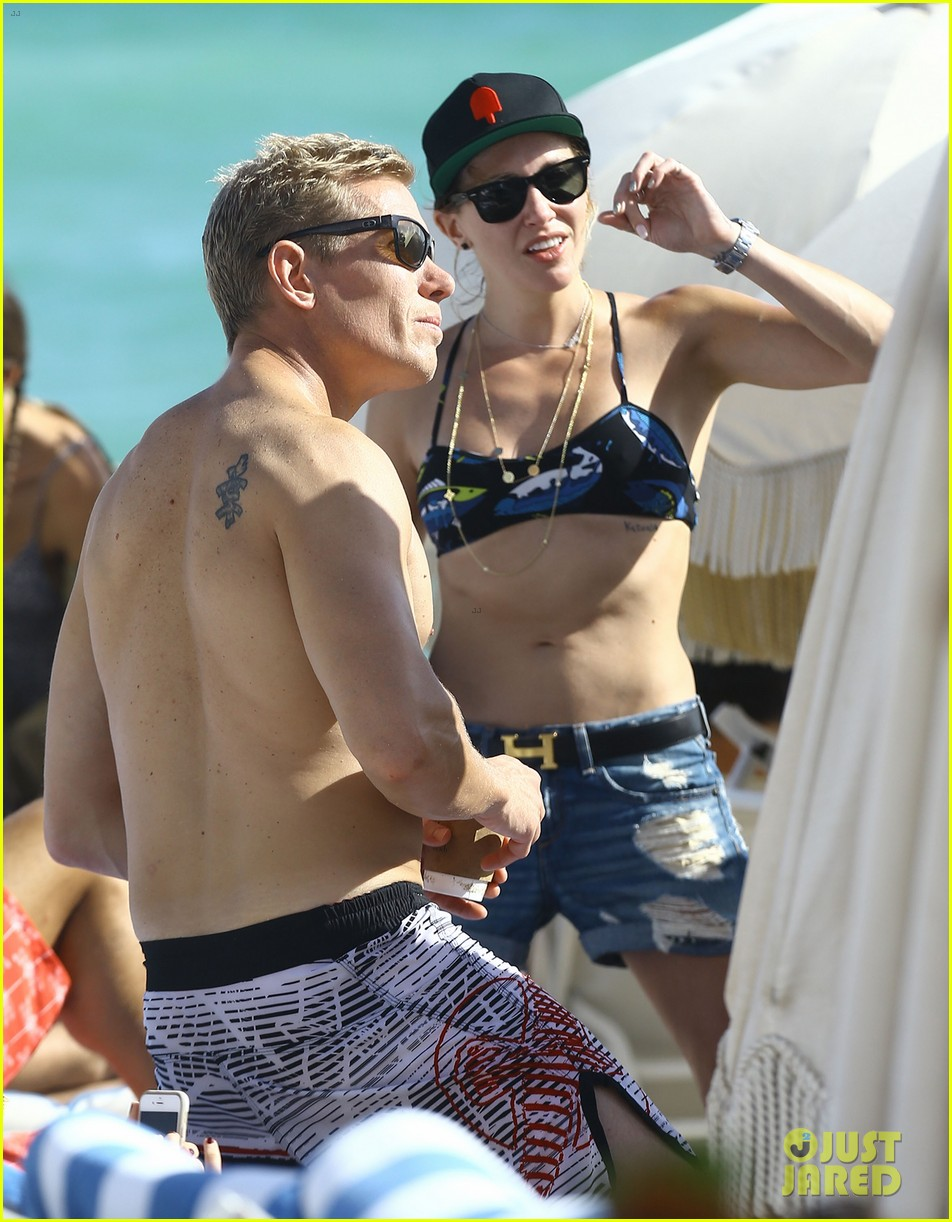 katie cassidy thomas taylor beach miami new years 023541124