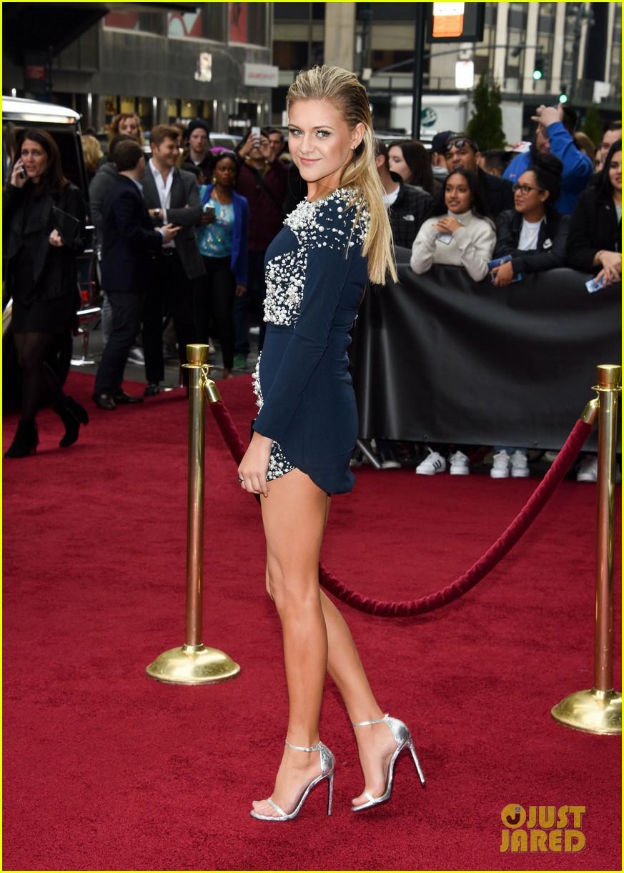 Surprising Tori Kelly Kelsea Ballerini Hit The Red Carpet For Billboards Short Hairstyles Gunalazisus