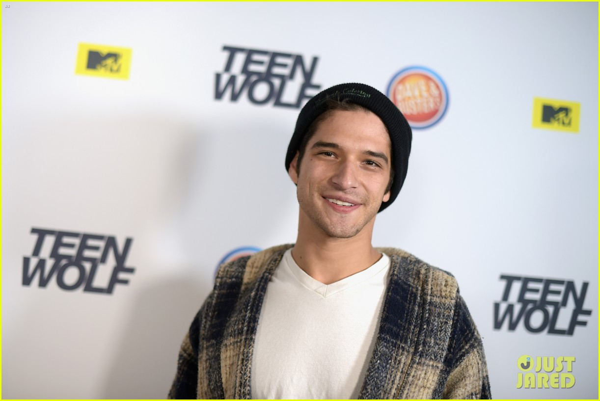 Dylan Obrien Tyler Posey Buddy Up At Teen Wolf La Premiere