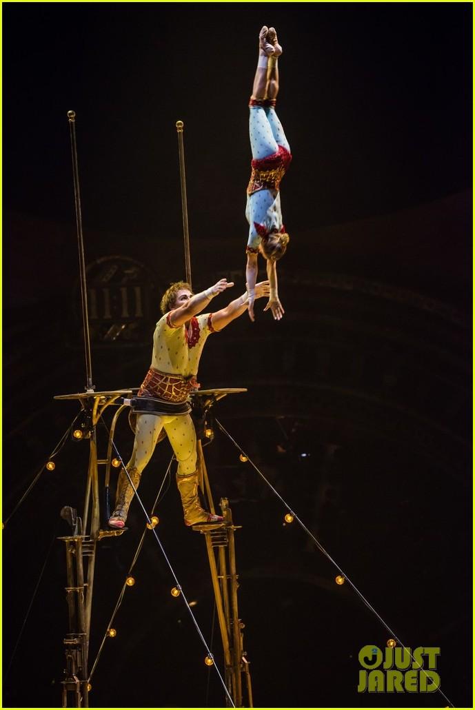 jeremy renner cirque du soleil kurios 033527576