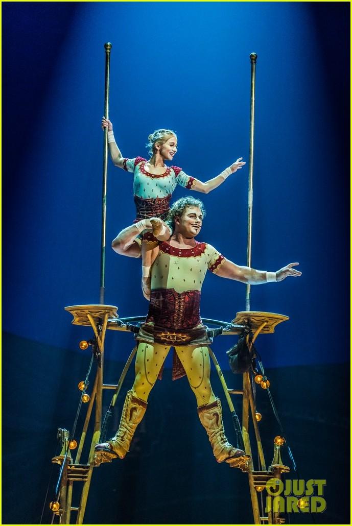 jeremy renner cirque du soleil kurios 043527577