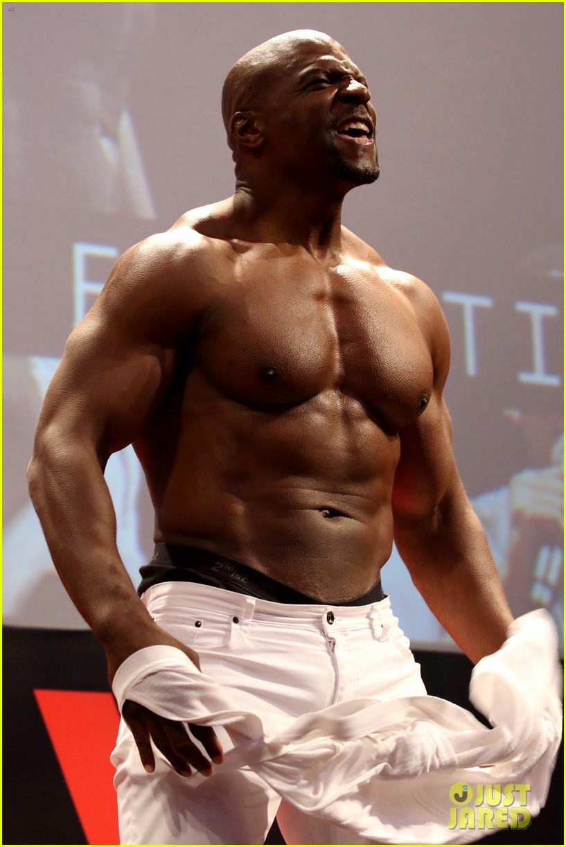 Terry Crews Shows Off Ripped Torso at Comic Con in Brazil