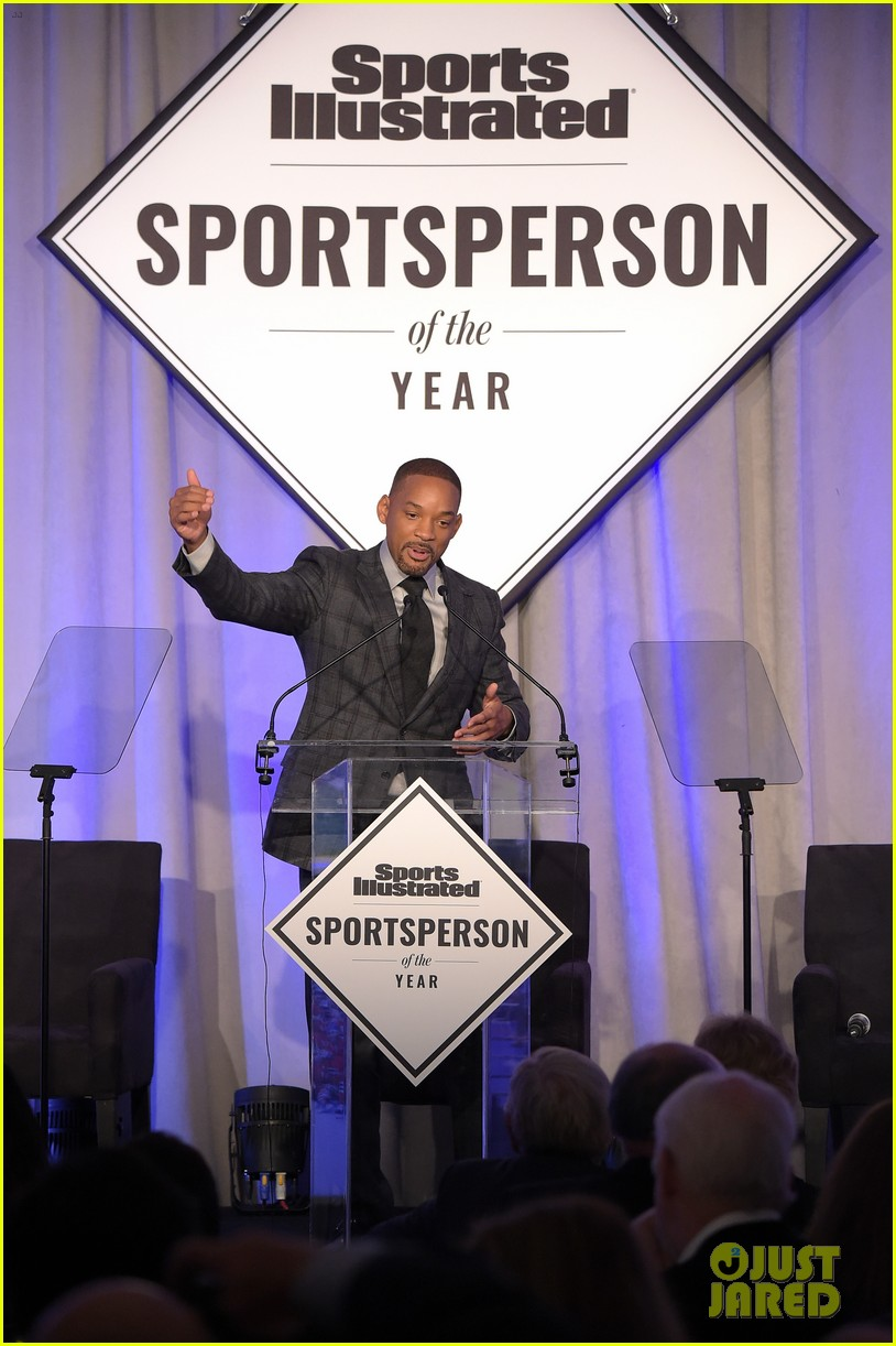 serena williams accepts 2015 sportsperson of the year award 233532148