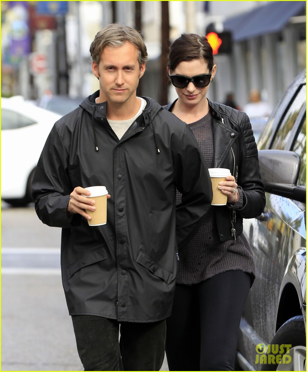 Anne Hathaway And Husband Adam Shulman Hold Hands As They: Anne Hathaway Takes Her Baby Bump For A Coffee Run!: Photo