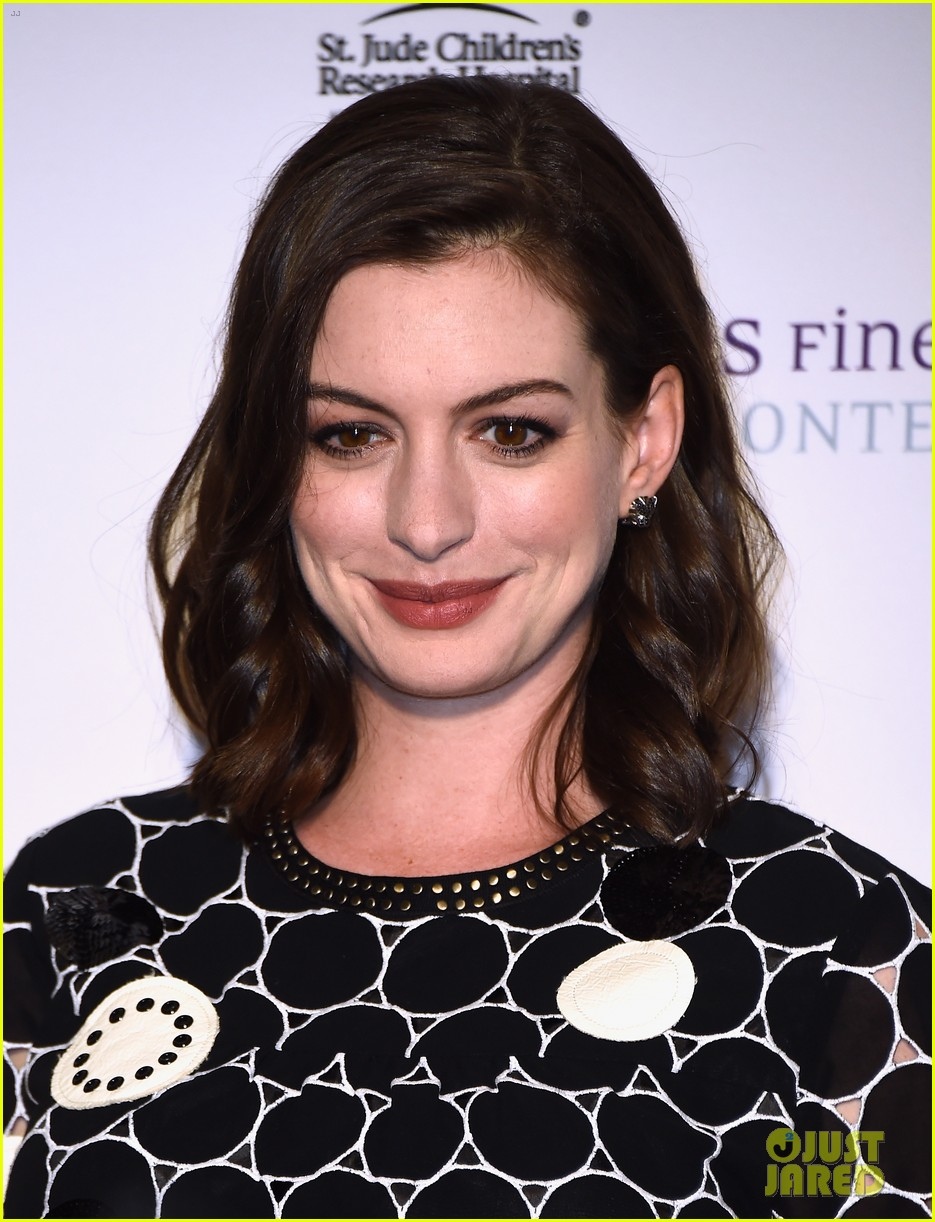 Anne Hathaway Shows Off Baby Bump at St. Jude\'s Benefit: Photo ...