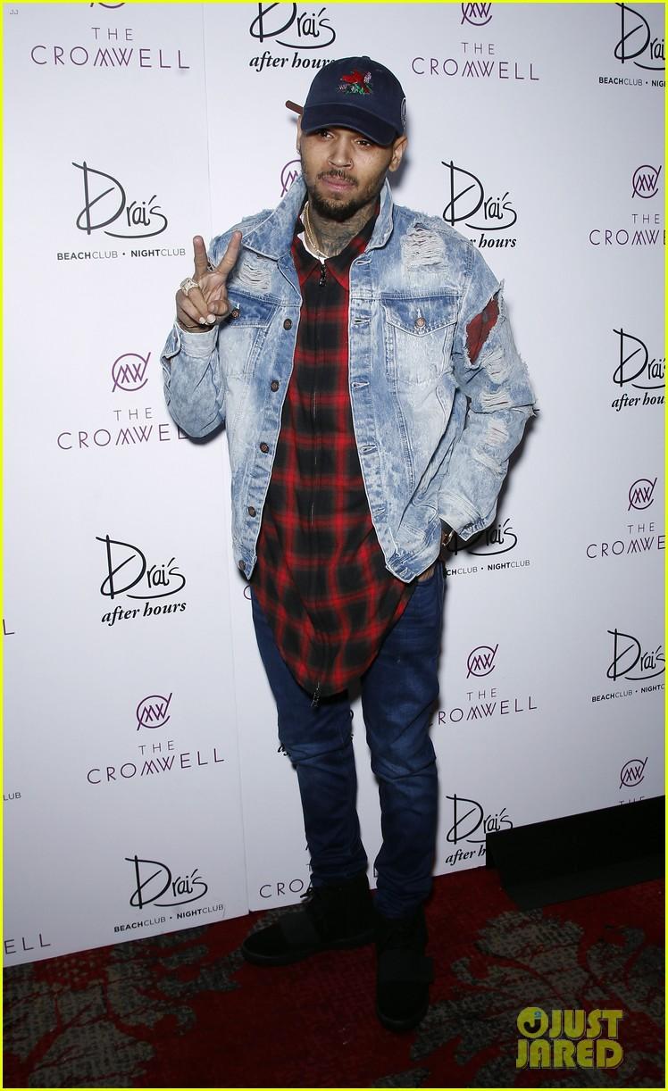 Chris Brown Kicks Off 2016 With Shirtless Vegas