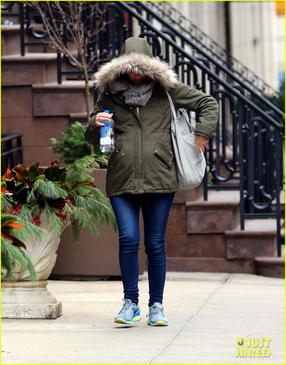 rose byrne baby bump all bundled up 023554985