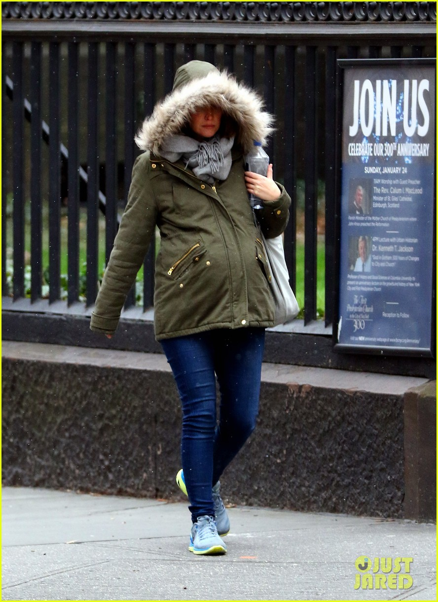 rose byrne baby bump all bundled up 073554990