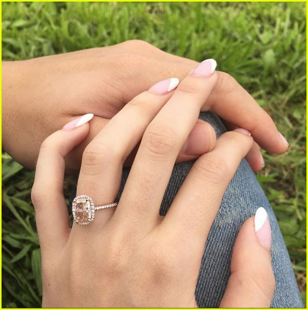 Anna Camp Buys An Engagement Ring For Fiance Skylar Astin