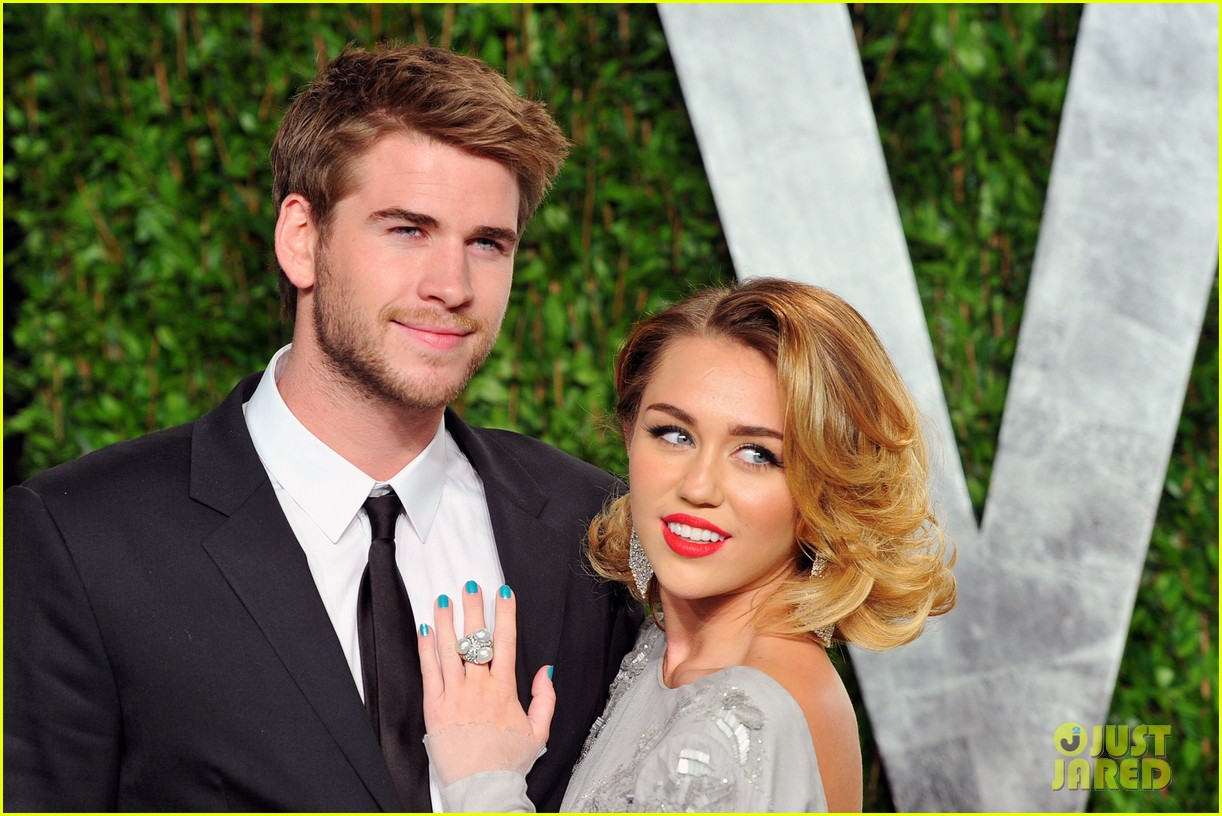 miley cyrus liam hemsworth are engaged again 133565303