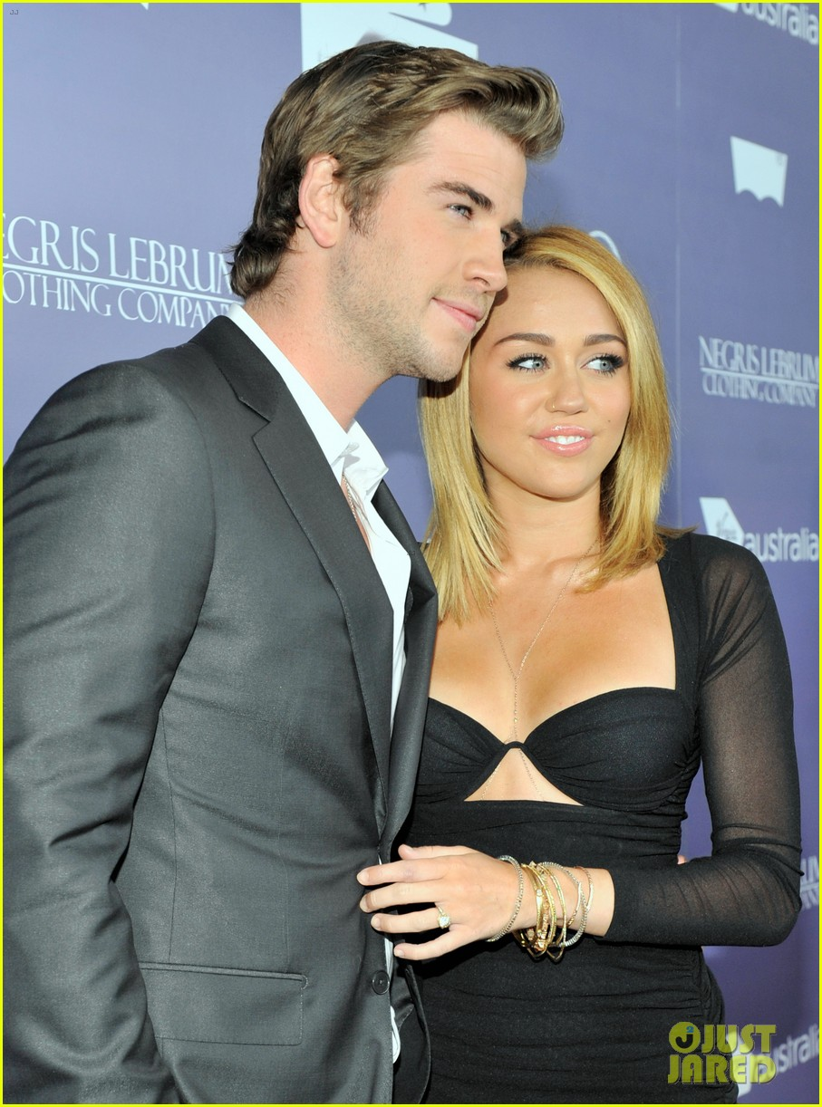 miley cyrus liam hemsworth are engaged again 193565309