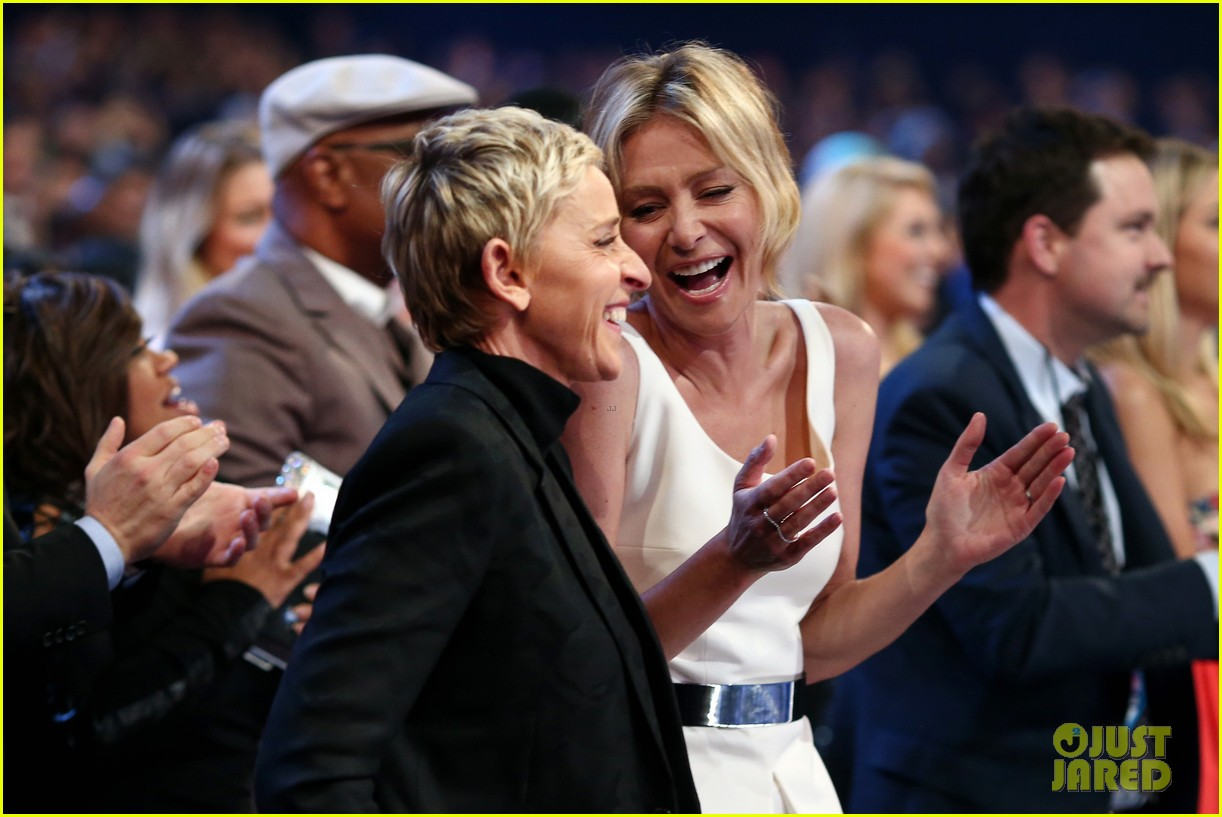 ellen degeneres peoples choice awards 2016 073545111