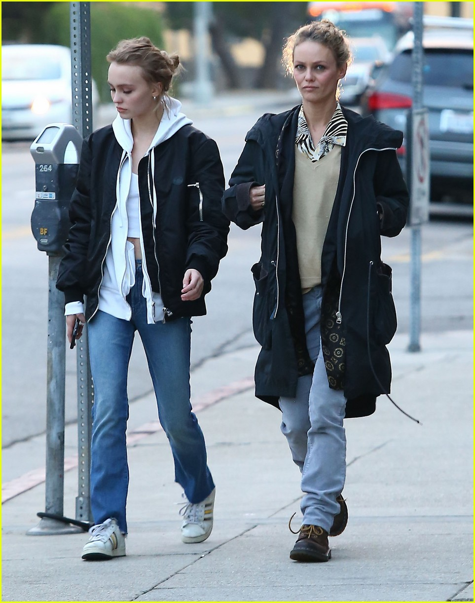 lily rose depp shops with mom 073556567